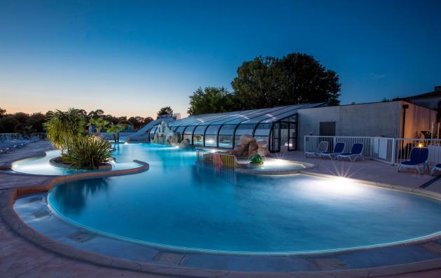 piscine chauffée et couvert du camping